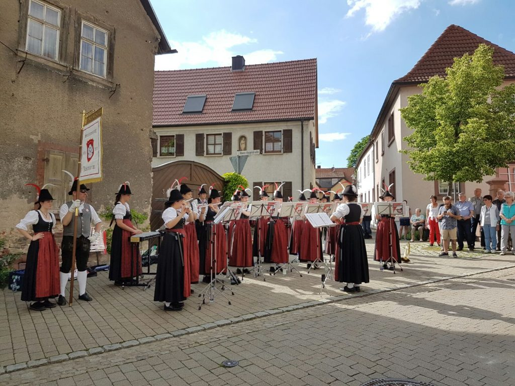 Spielmannszug Rosenheim beim Standkonzert in Retzbach